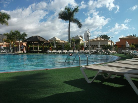 Green Garden Resort & Suites:                   pool side