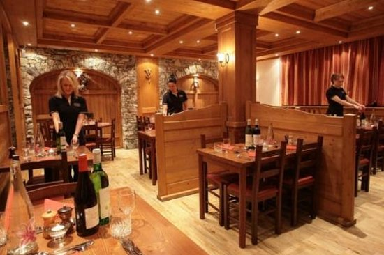 Les Chardons :                                                       YSE Dining Room