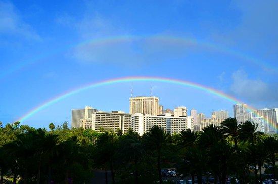 Trump International Hotel Waikiki:                                     ダブルレインボーでお迎えしてもらえました。