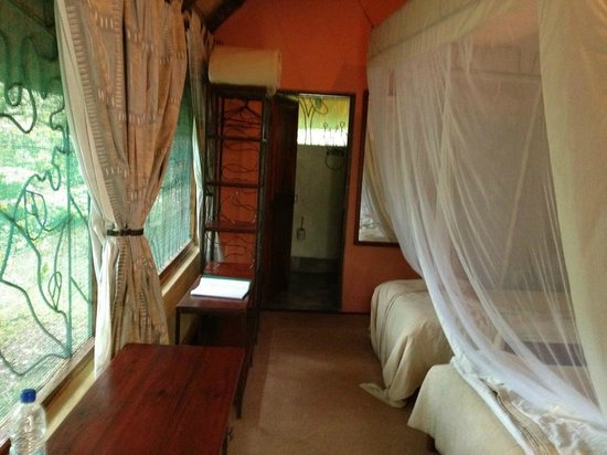 Maramba River Lodge: Chalet interior