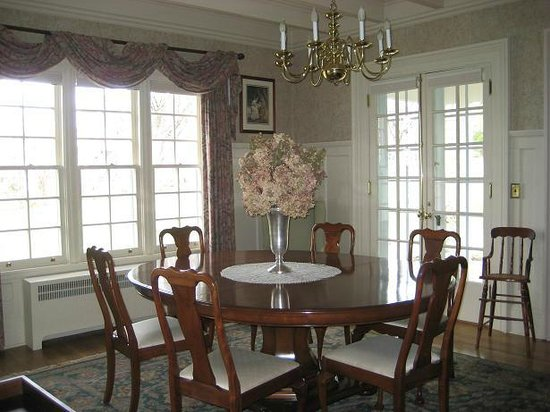 Lakeside Bed and Breakfast: Dining Room