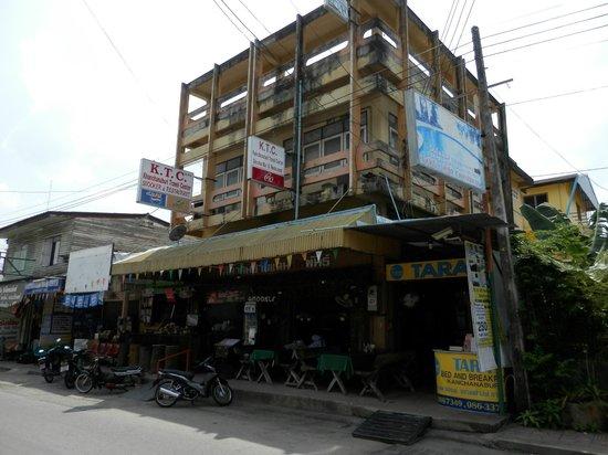 Tara Bed & Breakfast:                   Street view