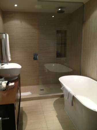 Pepperclub Hotel & Spa: Bathroom