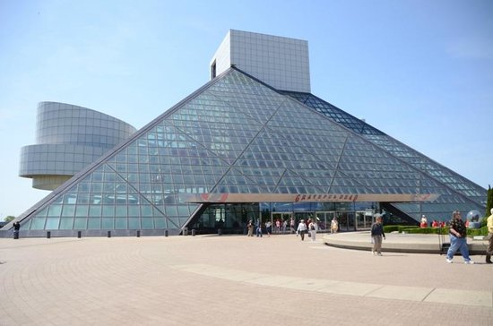 Rock and Roll Hall of Fame and Museum:                   Rock and Roll Hall of Fame entrance