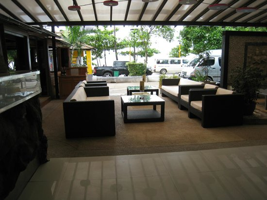 The L Resort Krabi:                                     Receiption and lounge area