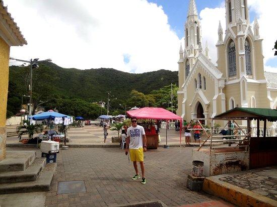 Basílica de la Virgen del Valle:                   entrada a la basilica