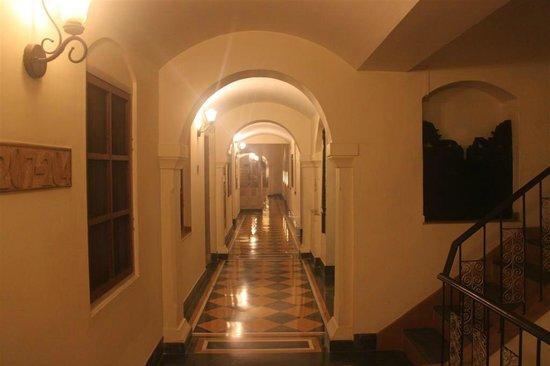 Haveli Hari Ganga:                   Hotel coridoor