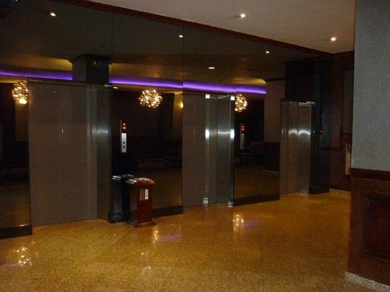 โรงแรมเวเนโต้ อะวินด์แฮมแกรนด์:                   elevadores en el 7mo piso, donde está la piscina