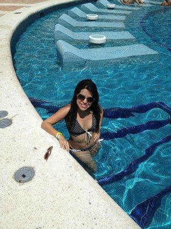 Krystal Grand Punta Cancun:                   zona de la alberca