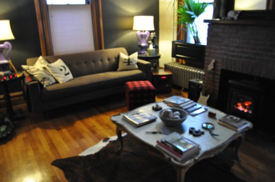 Made INN Vermont, an Urban-Chic Bed and Breakfast:                   Lounge