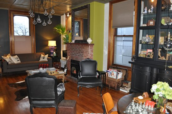 Made INN Vermont, an Urban-Chic Boutique Bed and Breakfast:                   Lounge