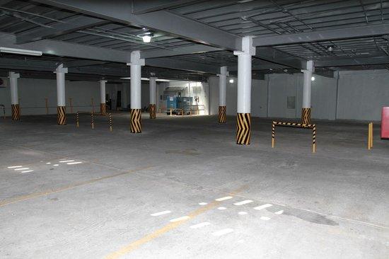 Hotel Alcala: Parking