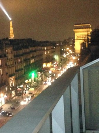 Renaissance Paris Arc de Triomphe Hotel:                   Night view from balcony