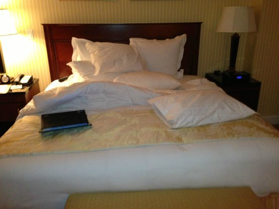 The Ritz-Carlton, Dallas:                   bed