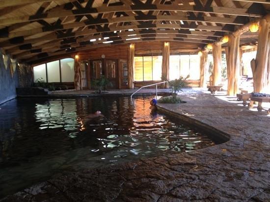 Termas de Menetue:                   interior piscina