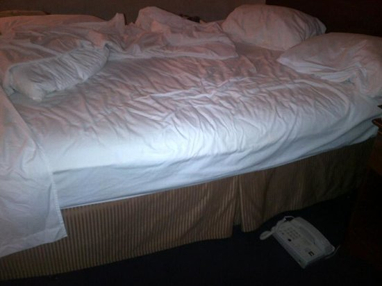 "Comfort Inn Tumwater:                   Saggy ""hammock"" bed"