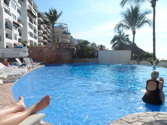 Tropicana Hotel:                                     The pool