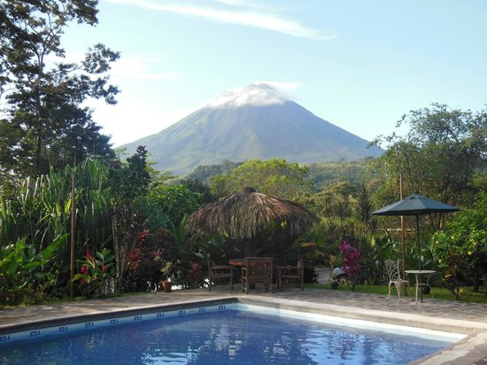 Hotel Kokoro Arenal:                   View from the pool.