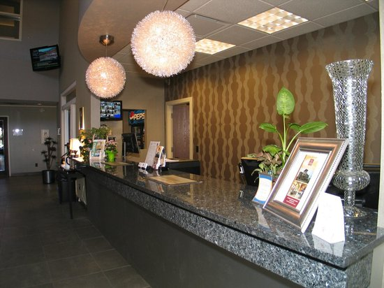 Comfort Suites Kelowna: our welcoming guest check in area
