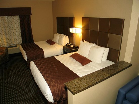 Comfort Suites Kelowna: our two Queen bed guest room SNQQ with sofa bed pullout couch