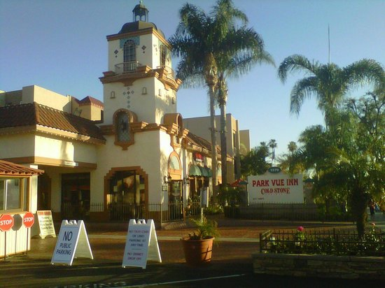 Park Vue Inn:                   Photo taken from right across the street from Disneyland