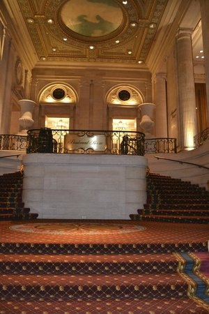 Hilton Chicago:                   Inside Michigan Avenue entrance