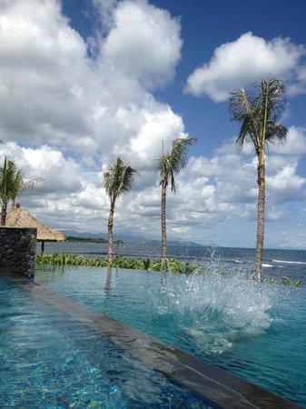 Anapuri Villas:                   view onto pool