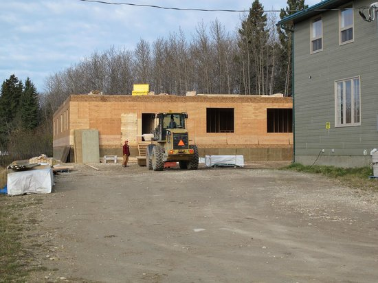 Fort Albany, Canadá:                   Start on construction of third lodge