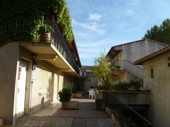 Hotel Le Concorde: inner court buildings of hotel concord