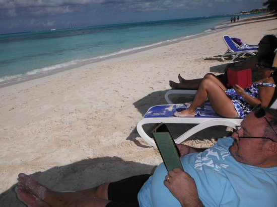Reef Residences on Grace Bay: Taking in Grace Bay in relax mode