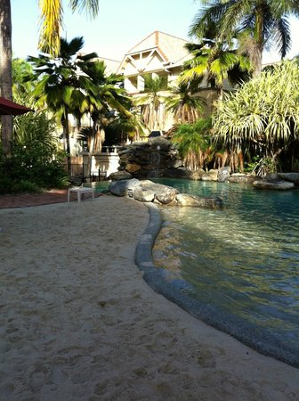 The Lakes Cairns Resort: Beautiful pool area - especially great for toddlers