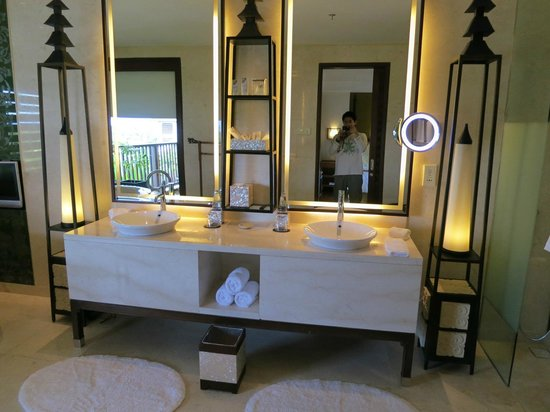 ‪‪The St. Regis Bali Resort‬: Bathroom‬