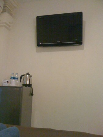 Bemo Corner Guest House: LCD TV