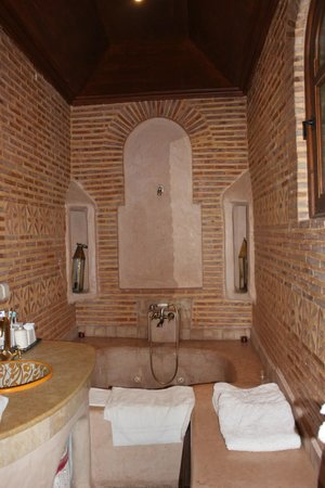 Riad Alida: Baño de la Suite Paprika