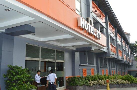 Hotel 878 Libis: Hotel 878 Facade