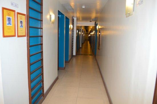 Hotel 878 Libis: Hallway