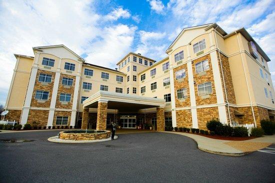 Best Western Plus Rose City Conference Center Inn:                   FULL VIEW