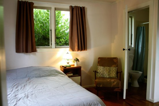 Te Aroha Holiday Park and Backpackers: Poppy bedroom