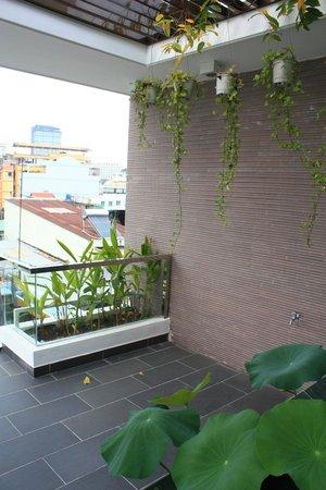 Yellow House Saigon Hotel :                   Balcony