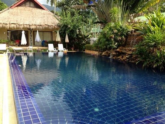 Garden Resort:                                     бассейн