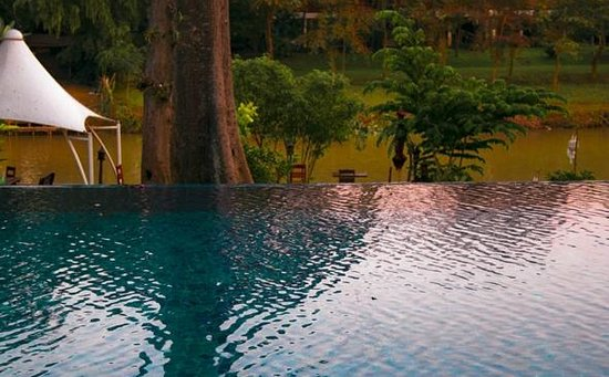 Lanna Dusita Boutique Resort by Andacura:                   pool and river