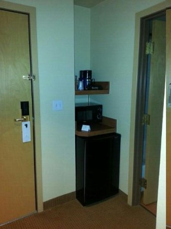 La Quinta Inn & Suites Vancouver: Coffe maker, microwave and mini fridge