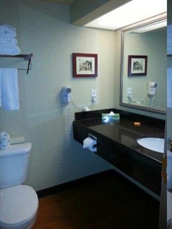 La Quinta Inn & Suites Vancouver: Bathroom
