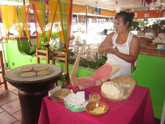 La Paz Fonda Mexicana :                                     Awesome handmade Tortillas!