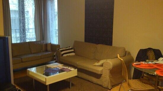 Leda Apartments:                   гостиная