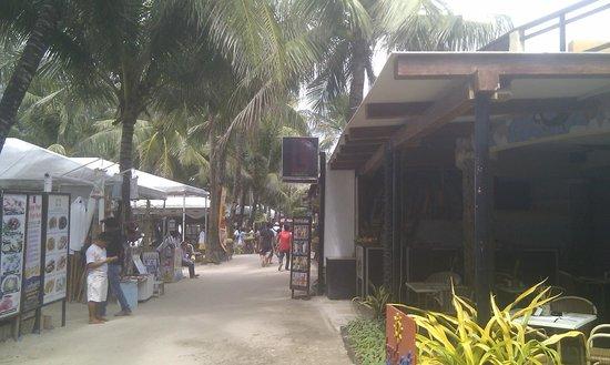 Le Soleil de Boracay: promenade next to hotel