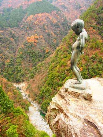 Iyakei Valley :                   小便小僧