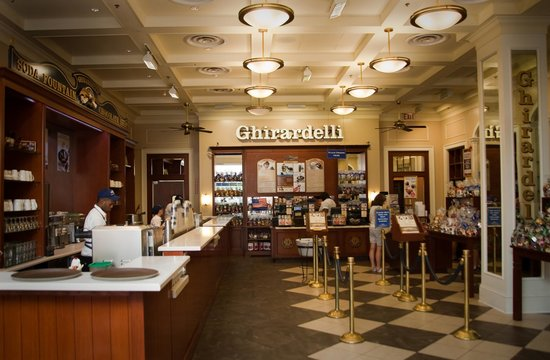 Ghirardelli Ice Cream & Chocolate Shop: Fountain