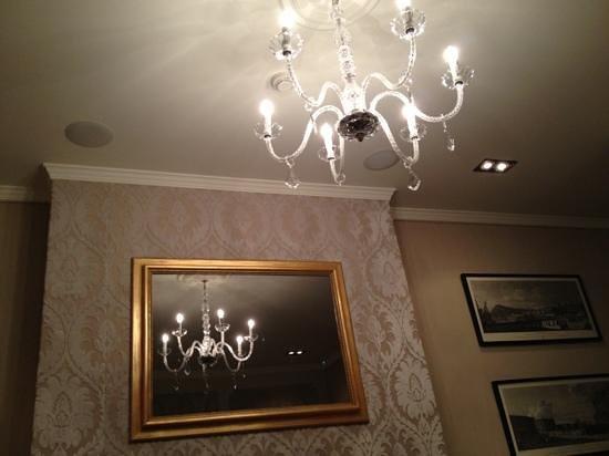 El Palace Hotel:                   nice room                 