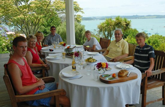 Matauwhi Bay Manor :                   lunch on the terrace